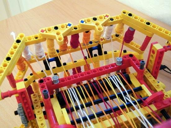 25550805 150513 เครื่องทอผ้าจาก Lego