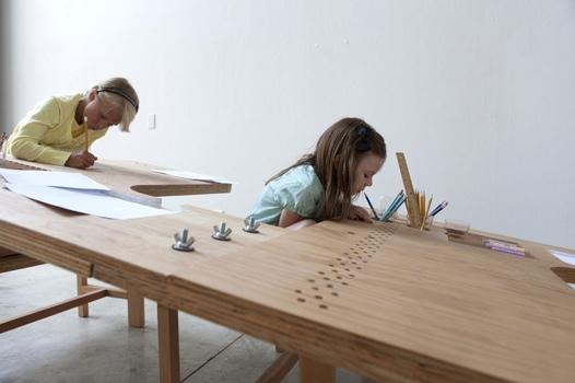 25550929 062011 Growth Table..โต๊ะทำงานตัวเดียวสำหรับทุกคนในครอบครัว