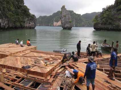 cine18 425x319 Floating cinema โรงหนังลอยน้ำที่เกาะยาวน้อย