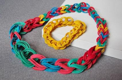 rubber band jewelry necklace bracelet 425x278 DIY.Rubber Band Chain Necklace&Bracelet