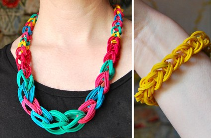 rubber band necklace chain diy 425x278 DIY.Rubber Band Chain Necklace&Bracelet