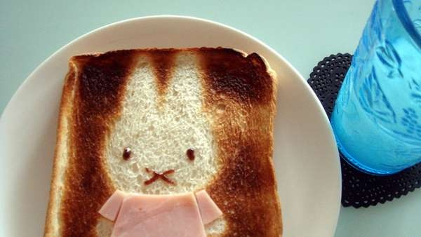 25551017 100508 DIY สร้างสรรค์ภาพการ์ตูนบนขนมปัง..ง่ายๆจากฟลอยห่ออาหาร
