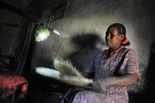 """เครื่องกำเนิดแสงขนาดพกพาช่วยเหลือชาวชนบท """"Little Sun"""" by Olafur Eliasson & Frederik Ottesen 21 - Lamp"""