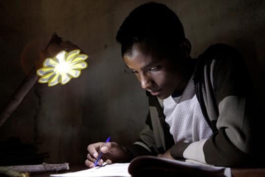 """เครื่องกำเนิดแสงขนาดพกพาช่วยเหลือชาวชนบท """"Little Sun"""" by Olafur Eliasson & Frederik Ottesen 13 - Lamp"""