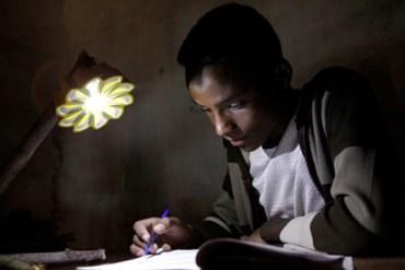"""เครื่องกำเนิดแสงขนาดพกพาช่วยเหลือชาวชนบท """"Little Sun"""" by Olafur Eliasson & Frederik Ottesen 20 - GREENERY"""