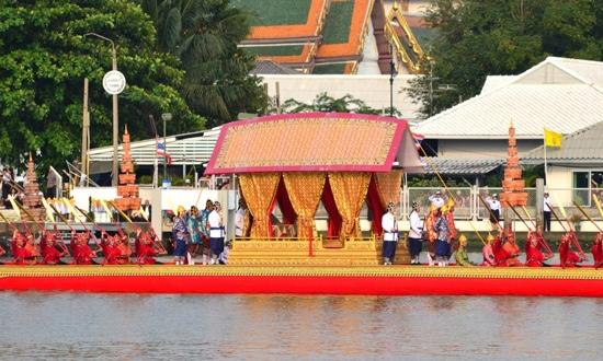 25551109 170030 งานยิ่งใหญ่ของคนไทยทั้งประเทศ..ขบวนพยุหยาตราทางชลมารค