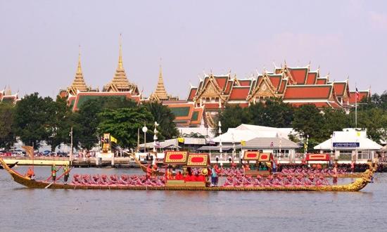 25551109 170231 งานยิ่งใหญ่ของคนไทยทั้งประเทศ..ขบวนพยุหยาตราทางชลมารค