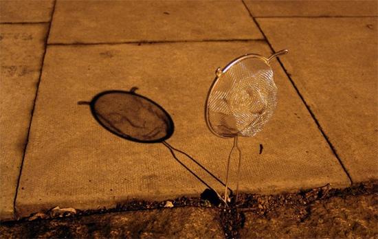 25551125 095236 Street Art ฉีกแนว..สร้างศิลปจากกระชอนลวด