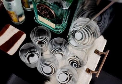 %name DIY: Marbleized + Striped Glassware สร้างสรรค์แก้วลายหินอ่อน สำหรับปาร์ตี้