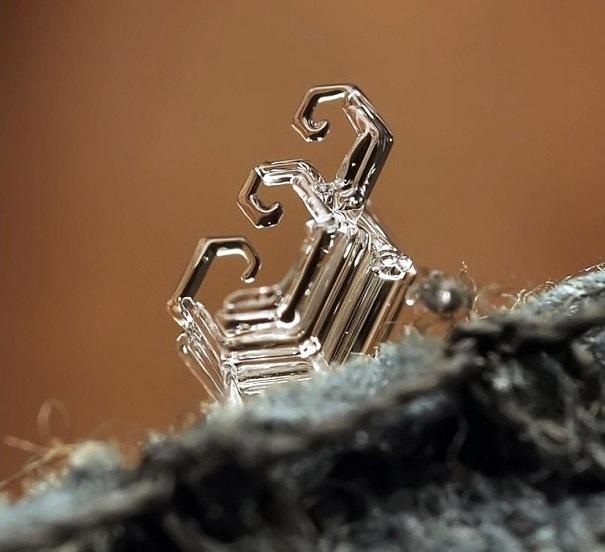 25551218 081935 ภาพถ่าย snowflake ของจริงในธรรมชาติ..ยกนิ้วให้กับความพยายามของช่างภาพ
