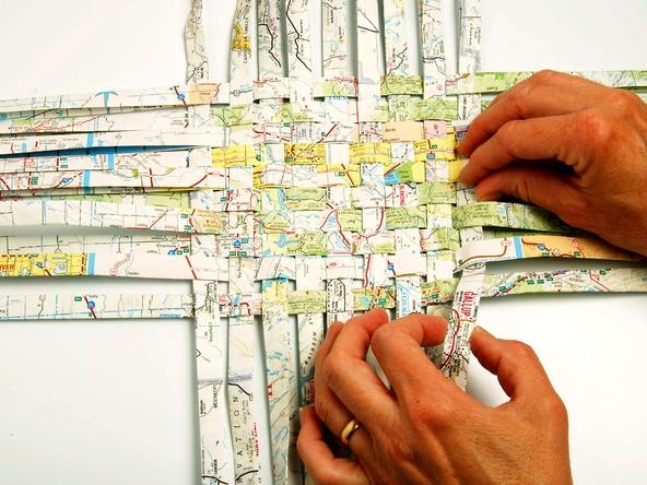 25551229 193147 เก็บแผนที่ กระดาษห่อของขวัญ มาสานตะกร้ากัน