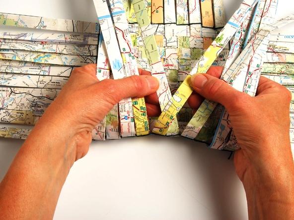 25551229 193405 เก็บแผนที่ กระดาษห่อของขวัญ มาสานตะกร้ากัน