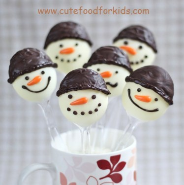 chocolate snowman on spoons 2 374x375 DIY.Chocolate Snowmen For Kids