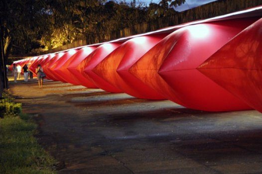 tumblr me9bhsLNSg1rnqg7ho1 1280 526x350 Giant inflated pillows by geraldo zamproni หมอนรองยักษ์
