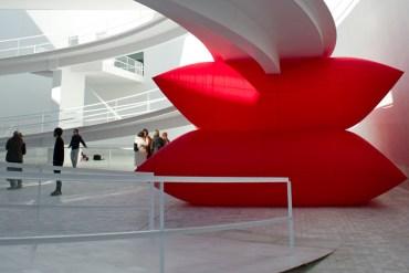 Giant inflated pillows by geraldo zamproni หมอนรองยักษ์ 25 - DESIGN