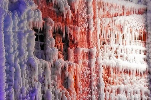 25560125 201608 เมื่อน้ำมาเจอกับไฟ..แล้วกลายเป็นน้ำแข็ง ที่โกดังเก็บสินค้าในชิคาโก