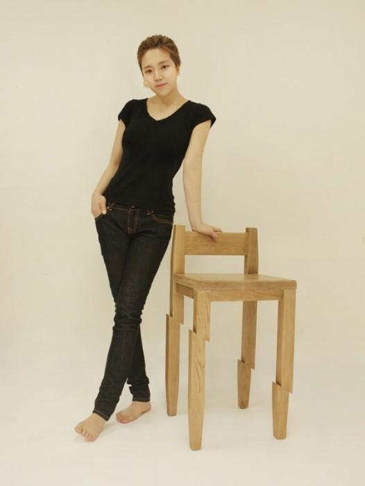 25560130 190049 Samurai Chair...เก้าอี้ถูกฟันด้วยดาบซามูไร ..จะนั่งได้มั๊ยเนี่ย??