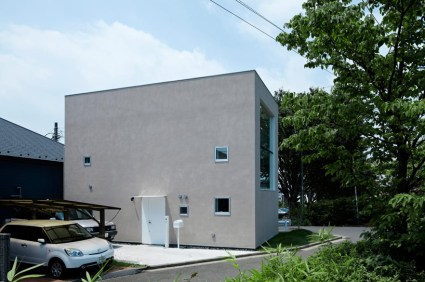 hiyoshi 02 425x282 The rectangular house from Enjoy and Architecture