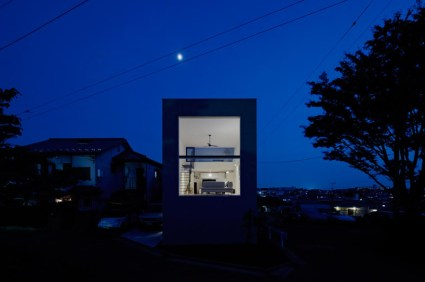 hiyoshi 14 425x282 The rectangular house from Enjoy and Architecture