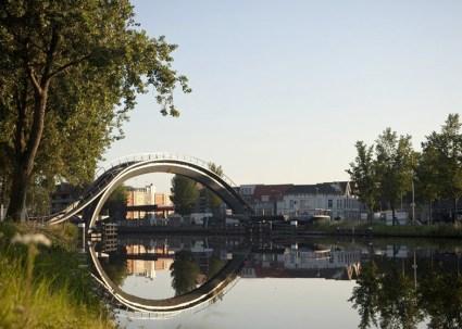 dezeen Melkwegbridge by NEXT Architects and Rietveld Landscape ss 7 425x303 Melkweg Bridge by NEXT Architects สะพานที่สร้างความสุนทรีย์แก่ผู้สัญจรทางเท้า และจักรยาน