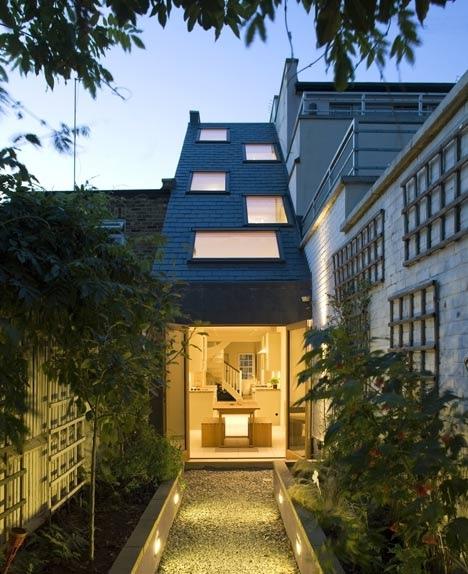 25560301 175906 Slim house..บ้านห้องแถวผอมๆกว้างเพียง 2.3 เมตร แต่ดูดี น่าอยู่อย่างเหลือเชื่อ