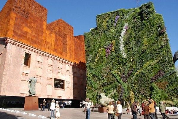 25560305 134105 Living wall..สวนแนวตั้ง ที่ไม่ได้เป็นแค่ชิ้นงานศิลปะขนาดใหญ่ แต่ยังเป็นผนังที่มีชีวิตและลมหายใจ ให้ความสุขกับผู้พบเห็น