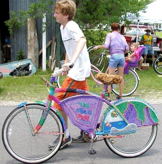 25560323 083541 แต่งแต้มสีสันให้ล้อจักรยานด้วยไหมพรม