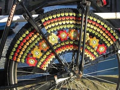 25560323 083811 แต่งแต้มสีสันให้ล้อจักรยานด้วยไหมพรม