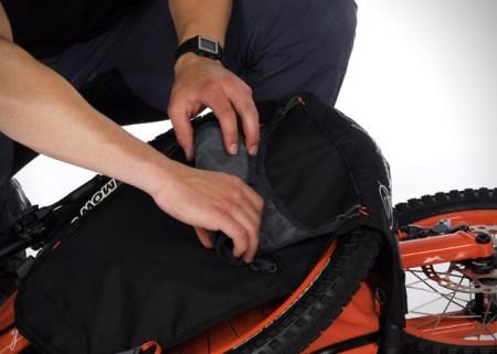 Folding Backpack Bicycle by Bergmonch 3 450x321 Folding Backpack Bike แบกได้ปั่นได้กับ จักรยาน แบ็กแพ็จเกอร์