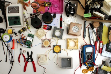 Plugg Speaker by Skrekkogle 05 450x300 PLUGG by skrekkogle วิทยุสไตล์มินิมอล แค่มีจุกก็อกไว้คอยอุดสำหรับเปิด   ปิด เสียงเพลง