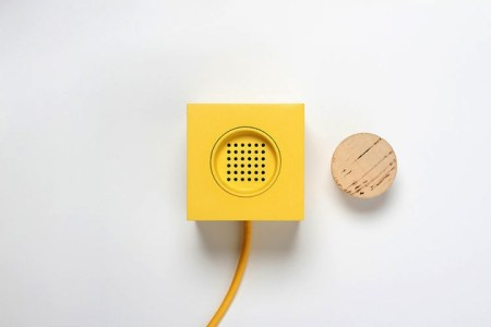 Plugg Speaker by Skrekkogle 5 450x300 PLUGG by skrekkogle วิทยุสไตล์มินิมอล แค่มีจุกก็อกไว้คอยอุดสำหรับเปิด ปิด เสียงเพลง