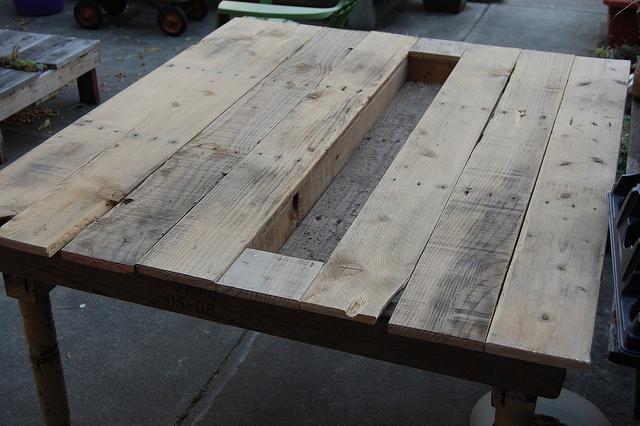 25560405 114025 โต๊ะติดรางน้ำฝน ไว้ใส่น้ำแข็งแช่เครื่องดื่ม ดับร้อน ประหยัดไฟ