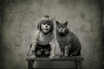 เก็บความทรงจำดีๆไว้กับภาพขาวดำ..มิตรภาพระหว่างเด็กสาว 4 ขวบ กับแมวจอมกวน..