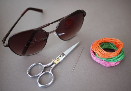 embroideredsunglasses2 450x312 DIY Embroidered แว่นตาครอสติส