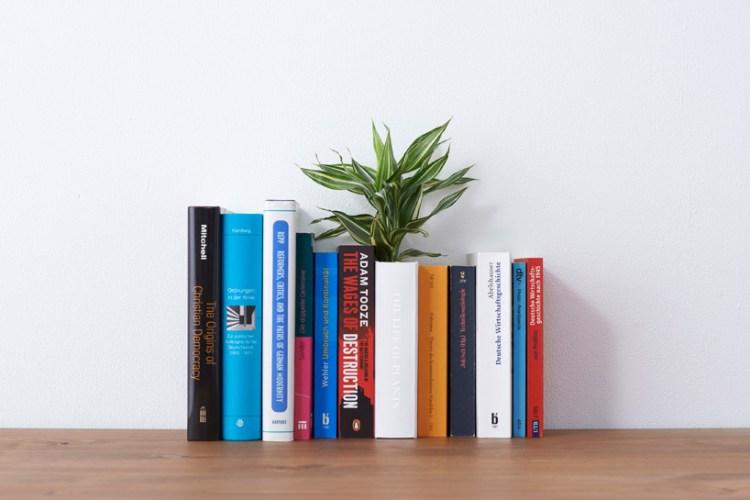 yoybook01 750x500 Book planter นี่หนังสือ หรือ กระถางต้นไม้ ดีไซน์การปลูกต้นไม้จาก YOY studio, Japan