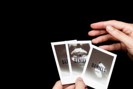 1671818 slide thermo sensative cards 029 450x300 Heat Sensitive Business Cards Are Like Touchable Polaroids  นามบัตรเคลือบด้วยน้ำหมึกสีดำ ตอบสนองกับอุณหภูมิร่างกาย