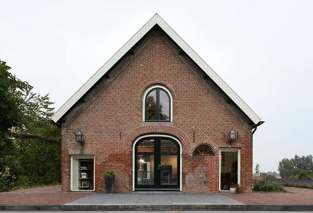 25560512 195207 เมื่อบันได ห้องสมุด ที่เก็บของ และครัว เป็นเฟอร์นิเจอร์ชุดเดียวกัน