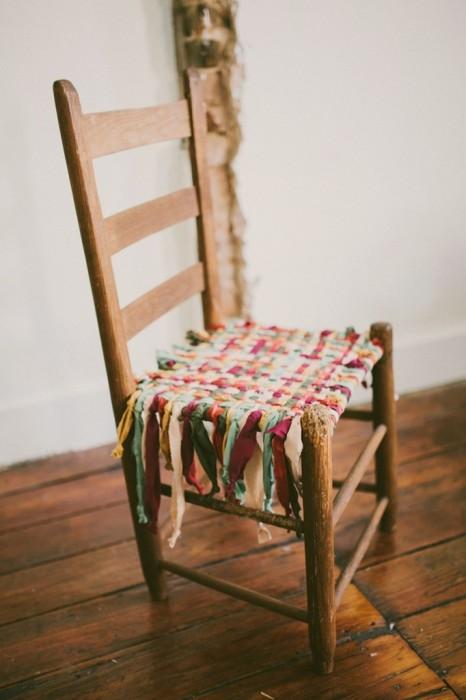 25560531 085851 DIY  ชุบชีวิตให้เก้าอี้เก่า ด้วยเสื้อยืดเก่า