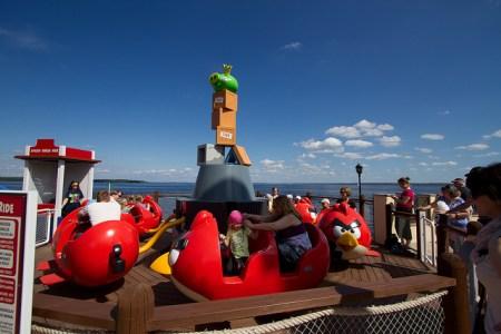 7385119890 fcee8384e3 z 450x300 และโลกของ Angry Birds Land ก็เกิดขึ้นจริงในโลกมนุษย์