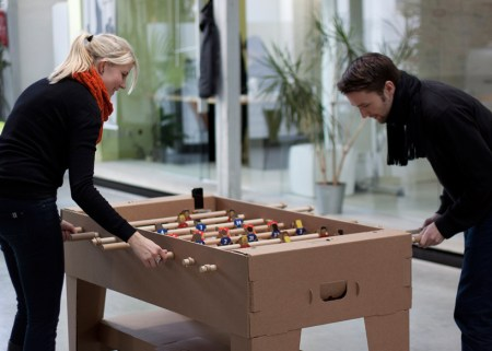img 2 1368442071 091cac73a0c50311b7051986797b3cf1 450x321 Foosball table from cardboard