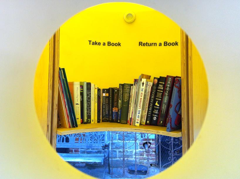 img 7 1369803053 10b2982e7d525baadcb85178d44ad5a3 แท๊งค์หนังสือ..ห้องสมุดฟรีเล็กจิ๋วที่นิวยอร์ค