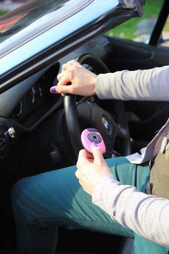 1672791-slide-girl-car