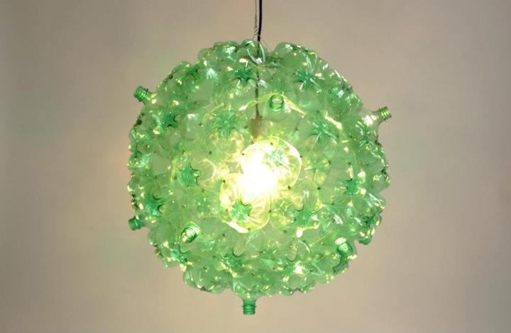 25560605 160230 Bubble Chandelier จากขวดพลาสติกใช้แล้ว โดย Souda เพื่อผู้ไร้บ้าน