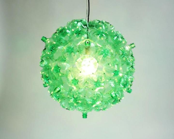 25560605 160300 Bubble Chandelier จากขวดพลาสติกใช้แล้ว โดย Souda เพื่อผู้ไร้บ้าน