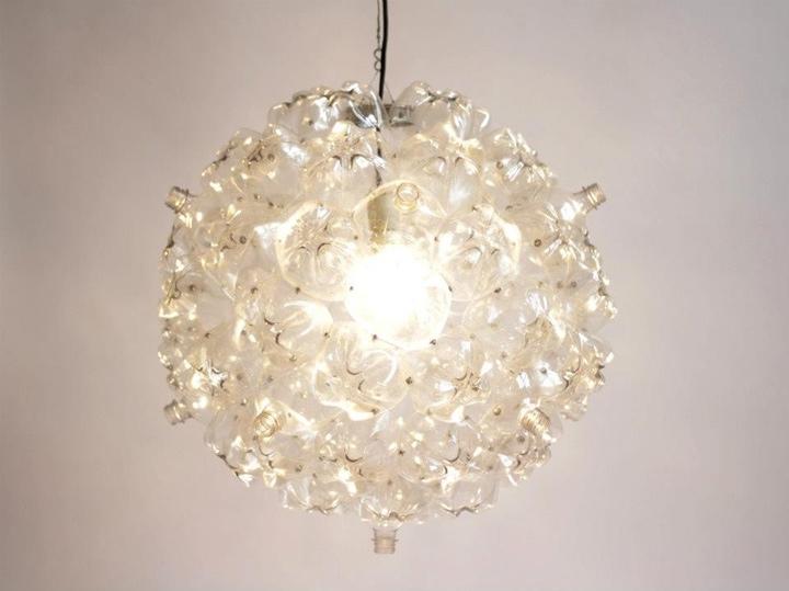 25560605 160553 Bubble Chandelier จากขวดพลาสติกใช้แล้ว โดย Souda เพื่อผู้ไร้บ้าน
