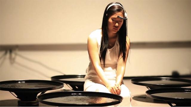25560616 104440 Beautiful Thoughts: ศิลปินLisa Park สั่งการให้น้ำเคลื่อนไหวจากความคิด