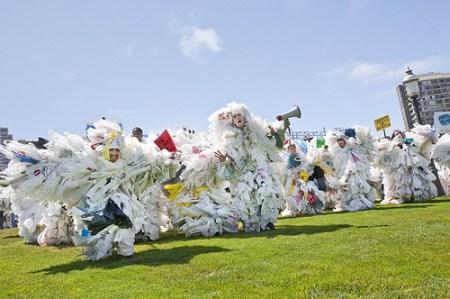 bagmonsters sf 450x299 BAG MONSTER ปีศาจถุงพลาสติก ผู้พิทักษ์โลก