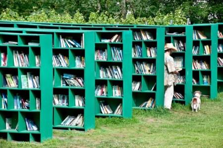 %name Bookyard by Massimo Bartolini ห้องสมุดสาธารณะกลางแจ้ง บนพื้นที่สีเขียว