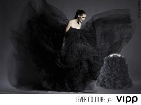 lever couture and vipp bin spread IIHIH 450x337 VIPP's trashion couture ถังขยะกับชุดราตรีสุดหรู ในราคาร่วมแสน