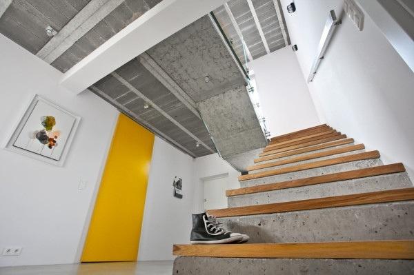 25560720 184207 บ้านที่ใช้วัสดุคอนกรีตเป็นหลัก..มีสีเหลืองสดใส ช่วยลดความเย็นชาของสีเทา